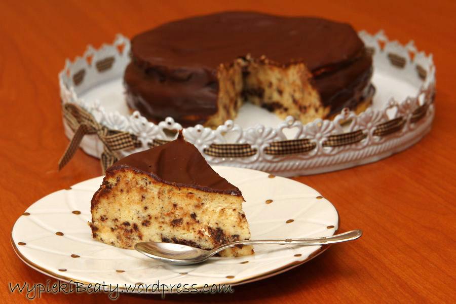 sernik straciatella z czekoladą i czekoladową polewą