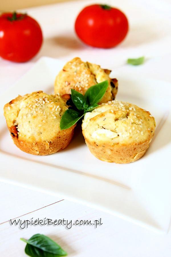 mufinki z fetą i suszonymi pomidorami
