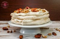 tort bezowy daquoise