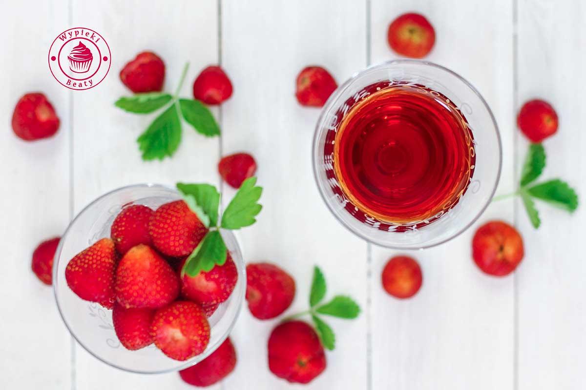 domowe wino truskawkowe
