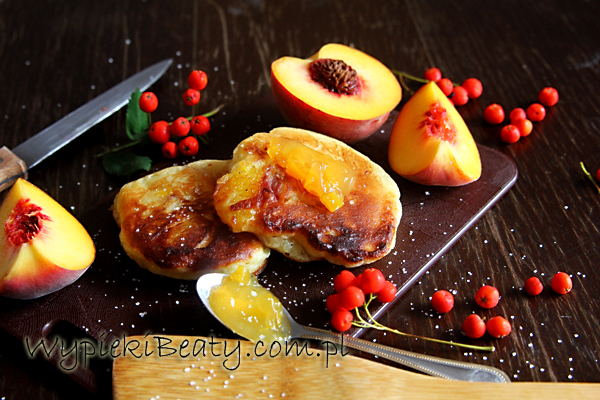 racuchy z brzoskwiniami2