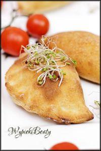 calzone, pierożki, włoska kuchnia, pizza calzone