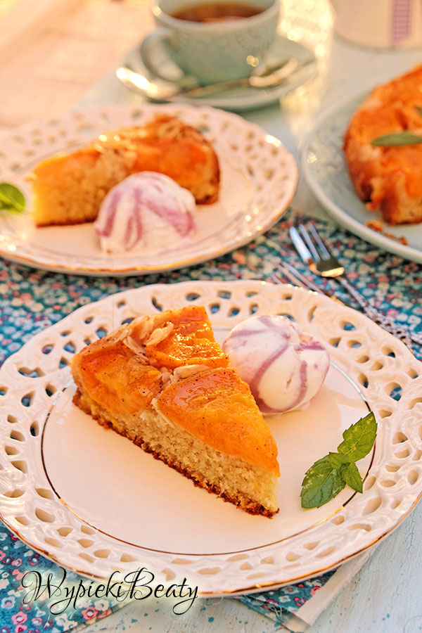 odwrócone ciasto z morelami_4