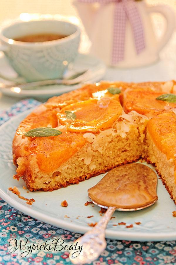 odwrócone ciasto z morelami_6