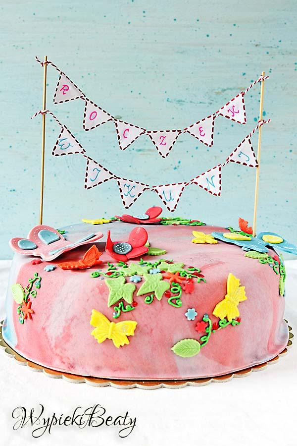 kolorowy tort z motylkami 4