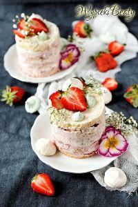 tort z kremem truskawkowym