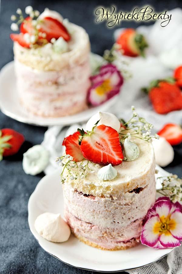 tort truskawkowy z kremem truskawkowym