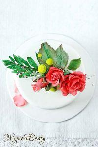 tort z bukietem róż 3