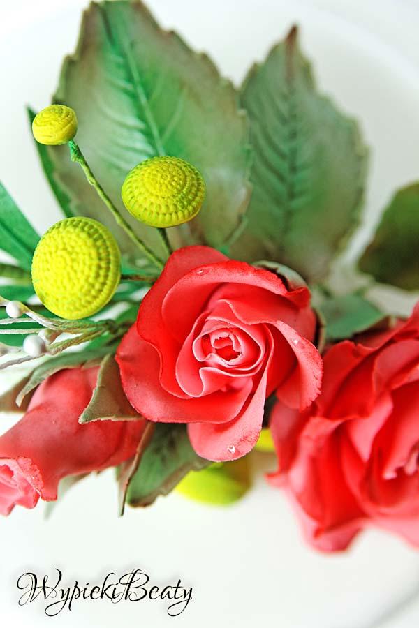 tort z bukietem róż 6