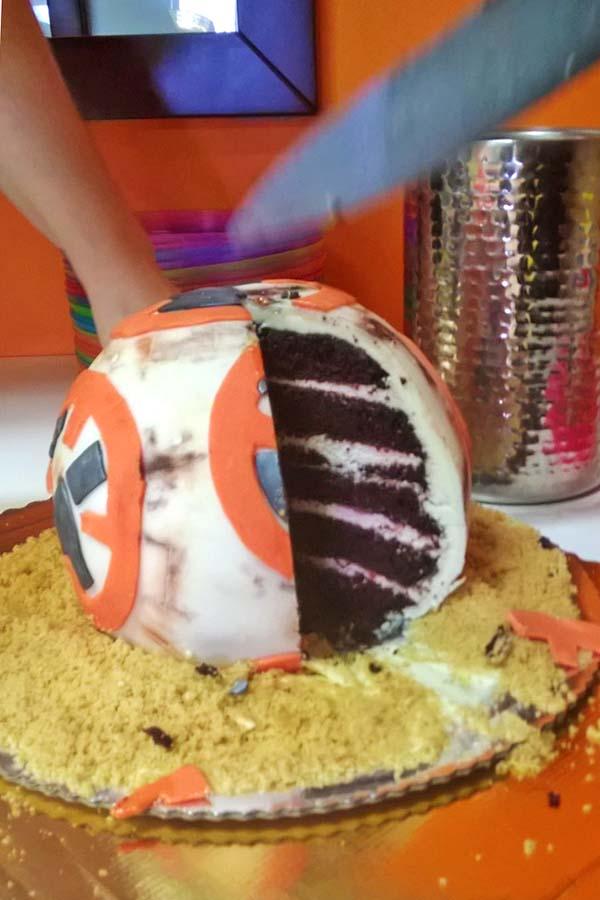 zdjęcie tortu bb8 z telefonu