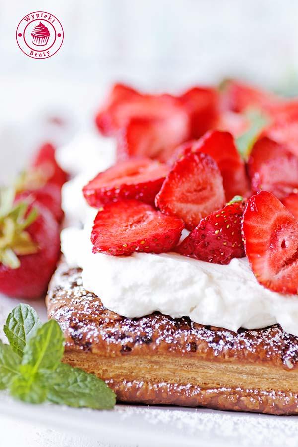 ciasto francuskie z truskawkami 1