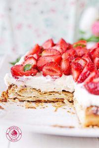 strawberries cream and puff pastry