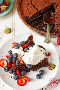 chocolate sauce cake
