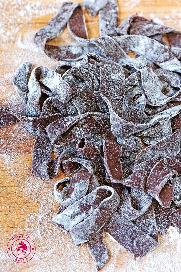 makaron czekoladowy z truskawkami 1