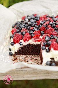 ciasto z kremem i owocami