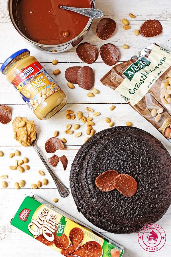 tort czekoladowy z orzechami ziemnymi 1
