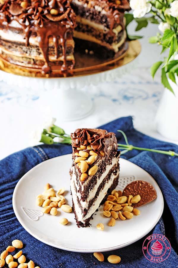 tort czekoladowy z orzechami ziemnymi 8
