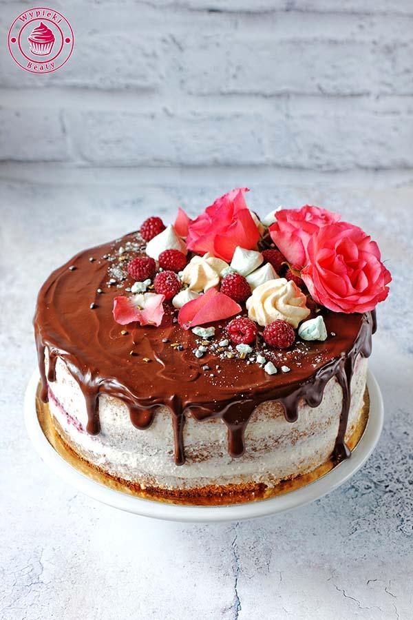 nagi tort kremowy
