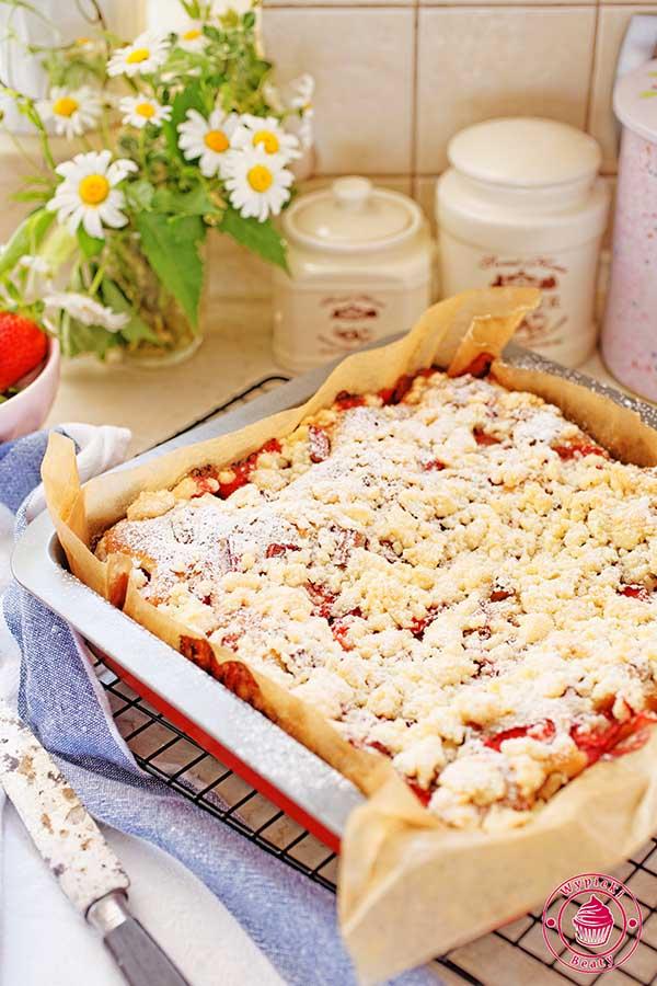 ciasto z owocami i kruszonką