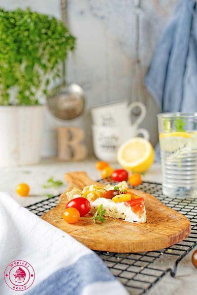 tarta z serem i pomidorami