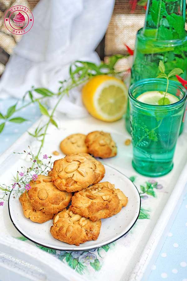 ciasteczka kajmakowe z orzechami