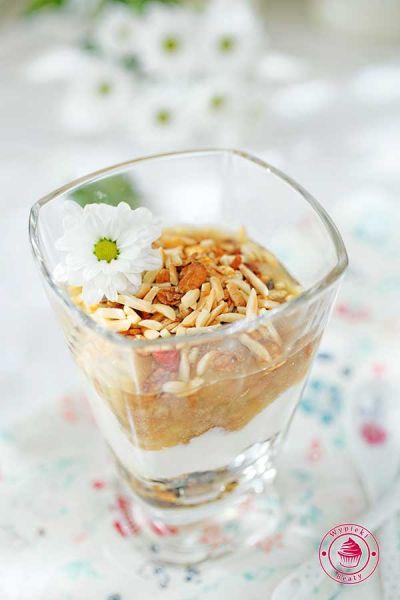 jogurt z gruszkami