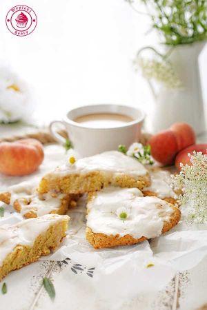 scones z brzoskwiniami