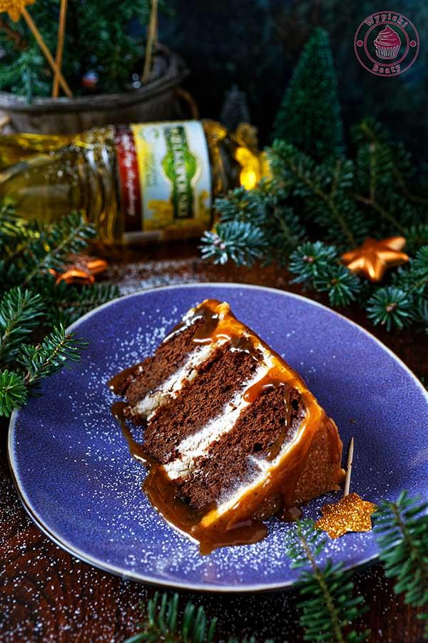 tort czekoladowy z kremem cynamonowym