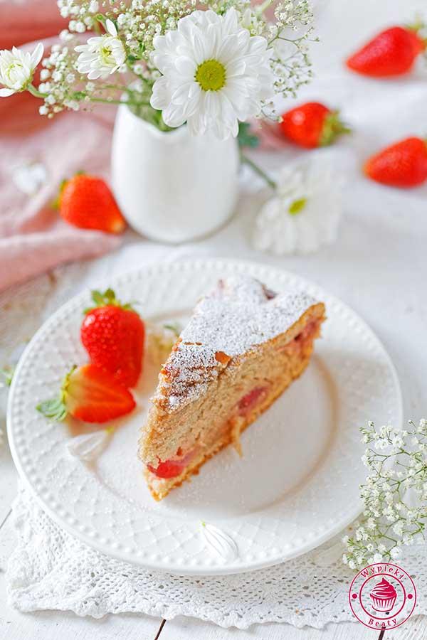 proste ciasto z truskawkami