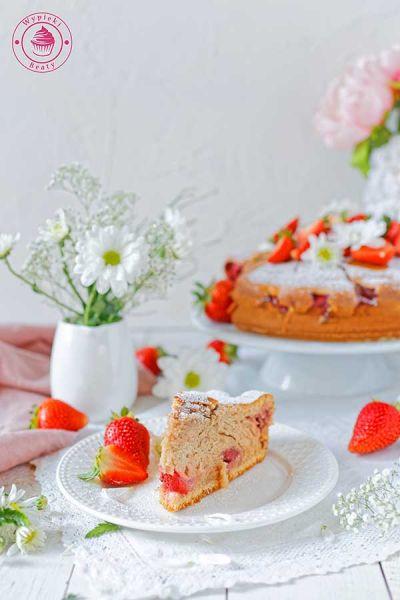 lekkie ciasto z truskawkami