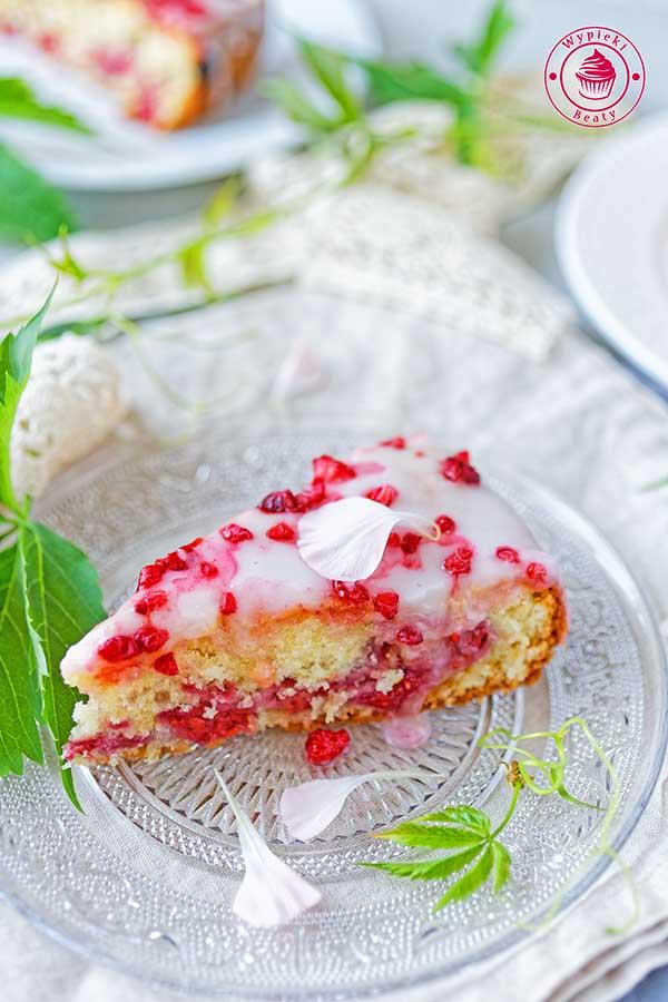 delikatne i puszyste ciasto z owocami
