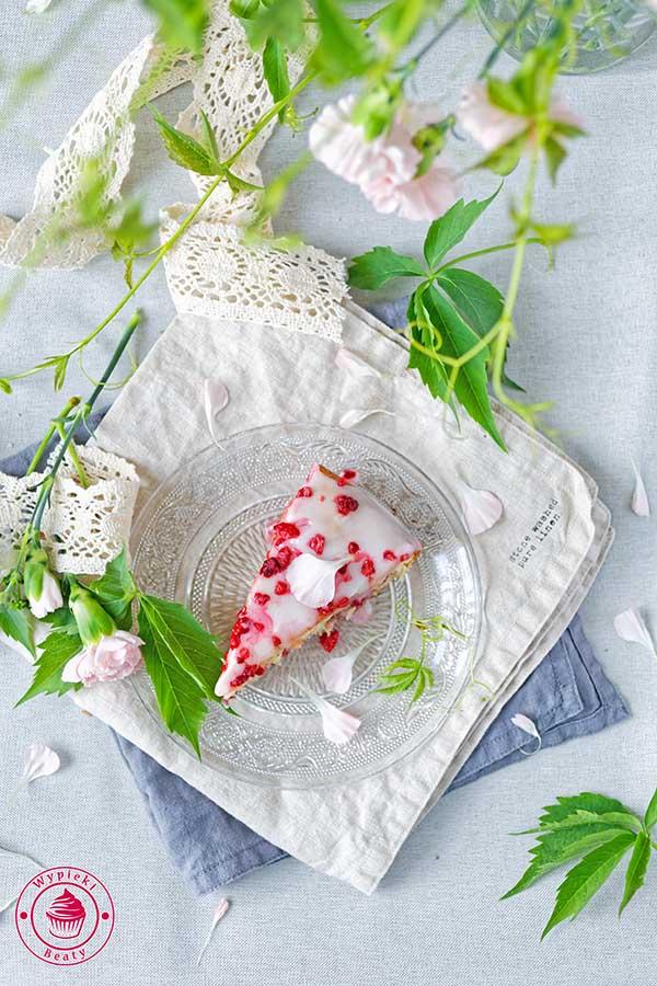 proste i pyszne ciasto z malinami i lukrem