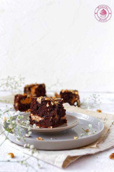 ciasto czekoladowe z kajmakiem i orzechami włoskimi