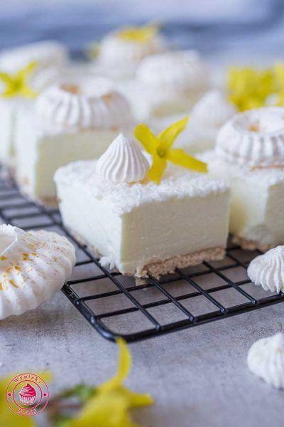 ciasto śnieżny puch z wiórkami kokosowymi