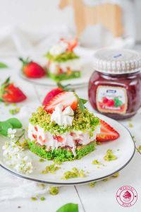 ciasto leśny mech z truskawkami i jogurtem