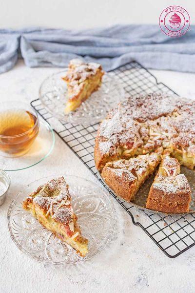 ciasto z rabarbarem i migdałami