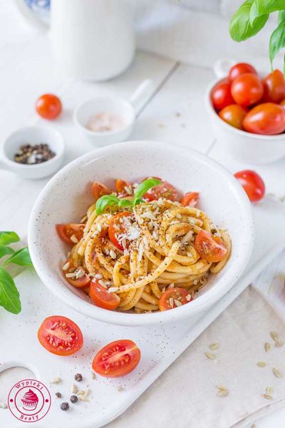 spaghetti z cukinii i pomidorów