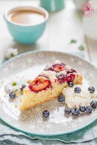 ciasto migdałowe z owocami