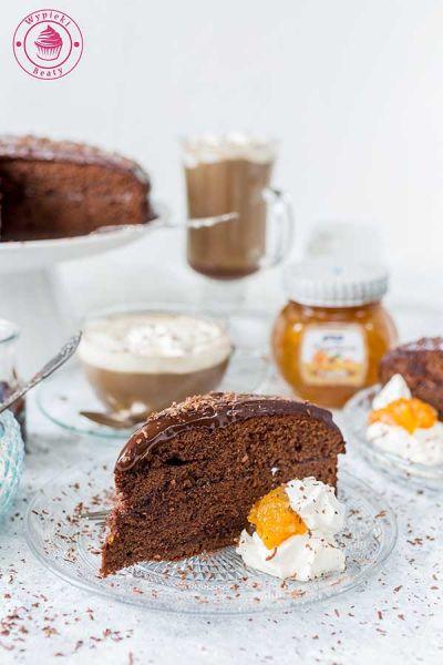 czekoladowe ciasto z konfiturą morelową