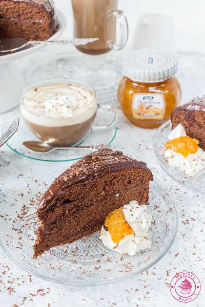 czekoladowy tort sachera z konfiturą morelową