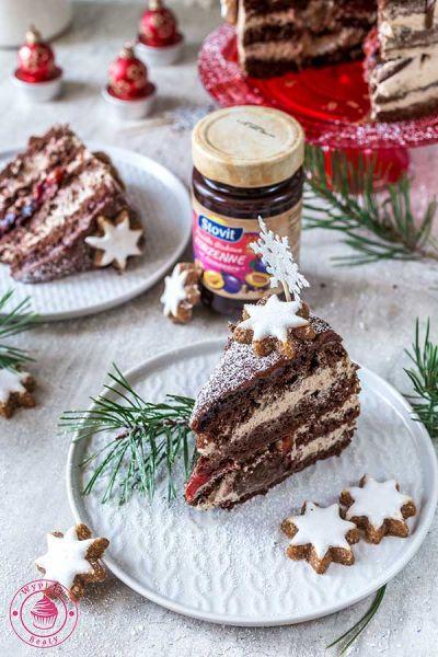 tort czekoladowy ze śliwkami