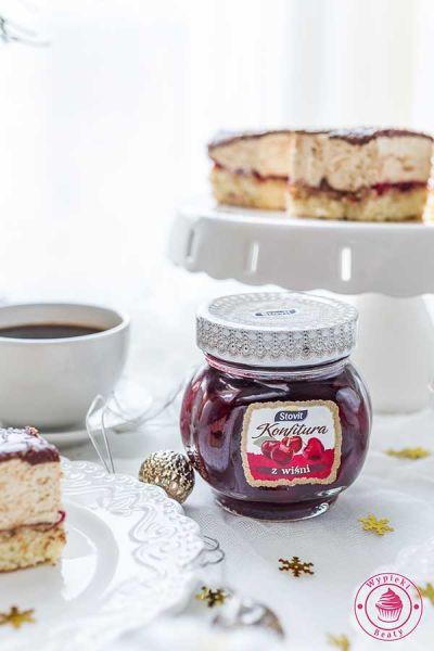 ciasto z konfiturą wiśniową