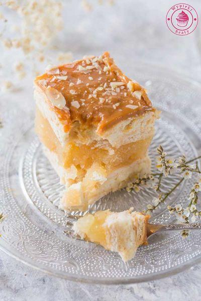 ciasto bez pieczenia z jabłkami i kremem