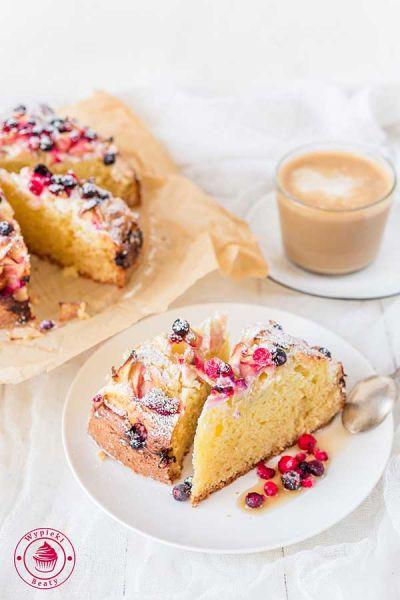 ciasto z twarożkiem i owocami