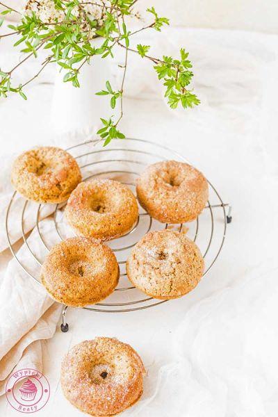 pieczone donuty cynamonowe