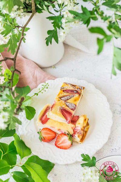 sernik niskokaloryczny z truskawkami