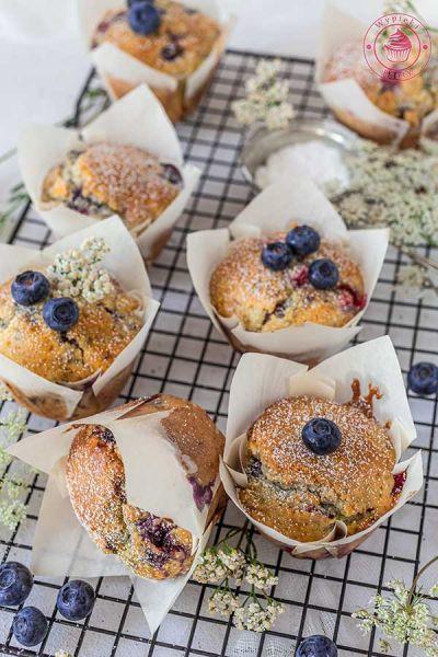 jogurtowe muffinki z owocami