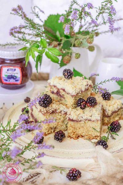 ciasto z jeżynami i kruszonką
