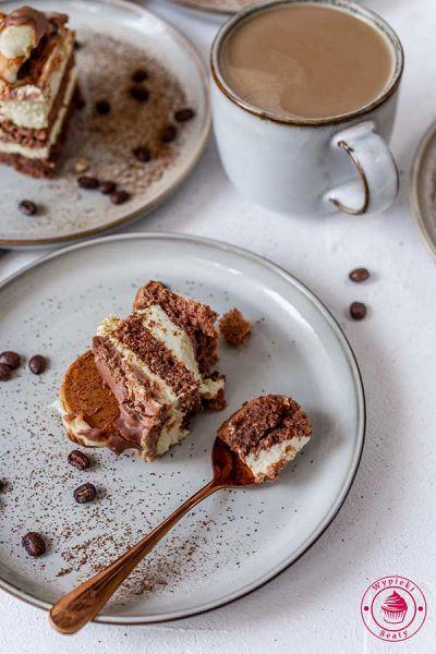 ciasto przekładane z kremem budyniowym