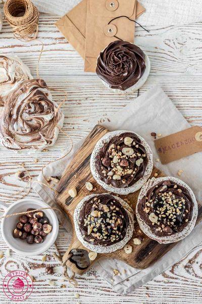 bezy z kremem czekoladowo-orzechowym